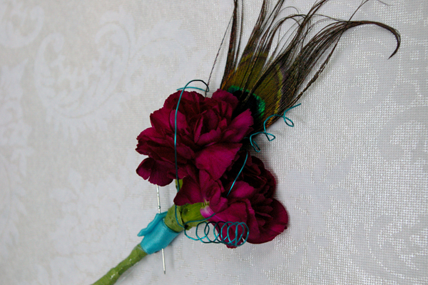 OOO again lindsey maynes her peacock feather themed wedding flowers